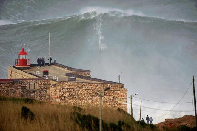 100-foot wave